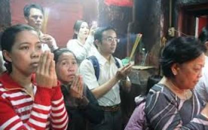 Văn khấn ngày đầu tháng tại nhà hoặc đi lễ chùa ý nghĩa và dễ nhớ