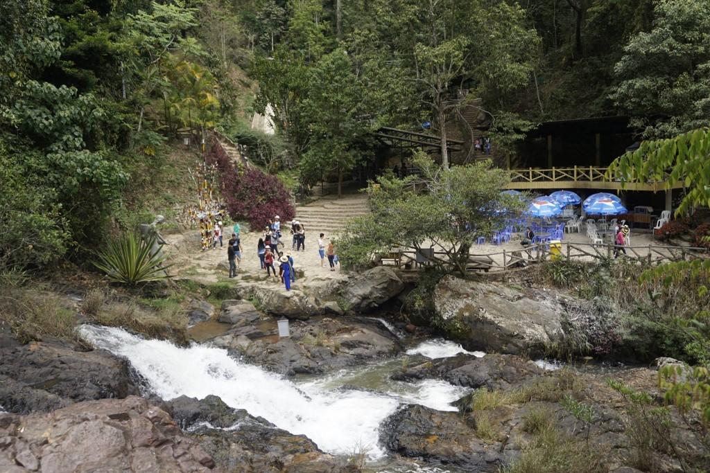 Thăm thác nước Datanla23