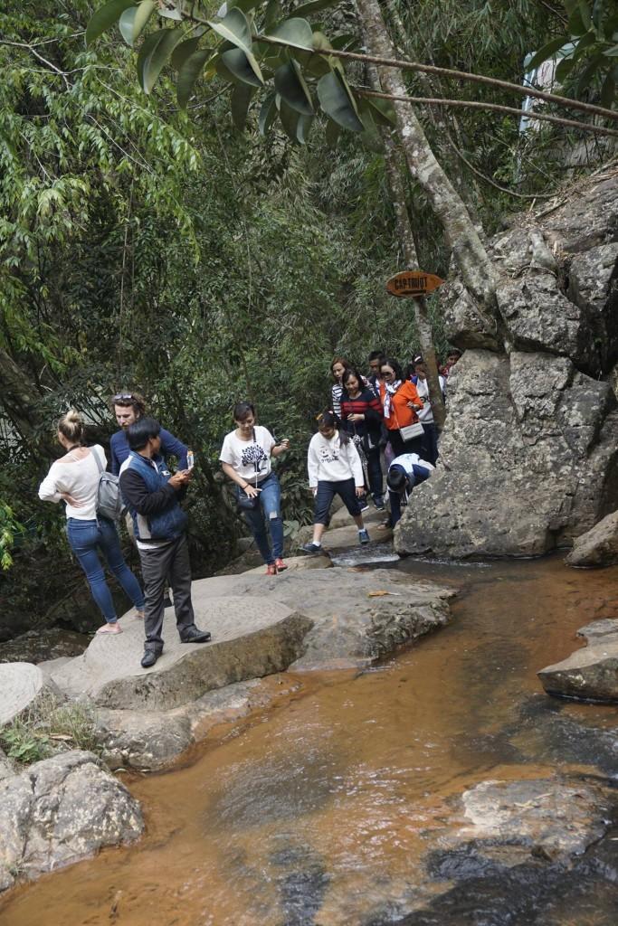 Thăm thác nước Datanla24
