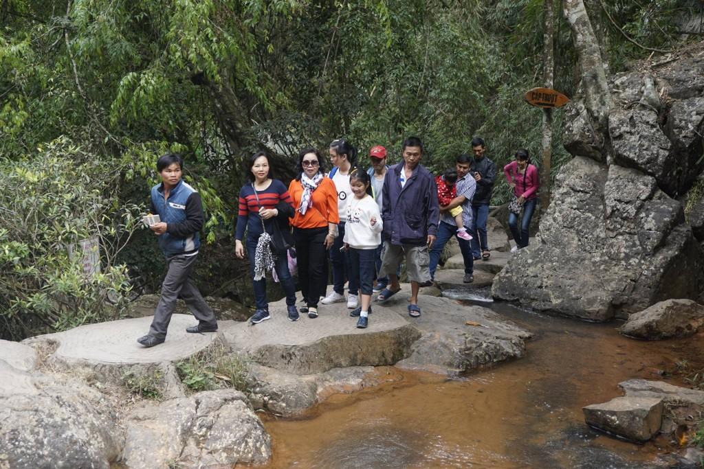 Thăm thác nước Datanla26
