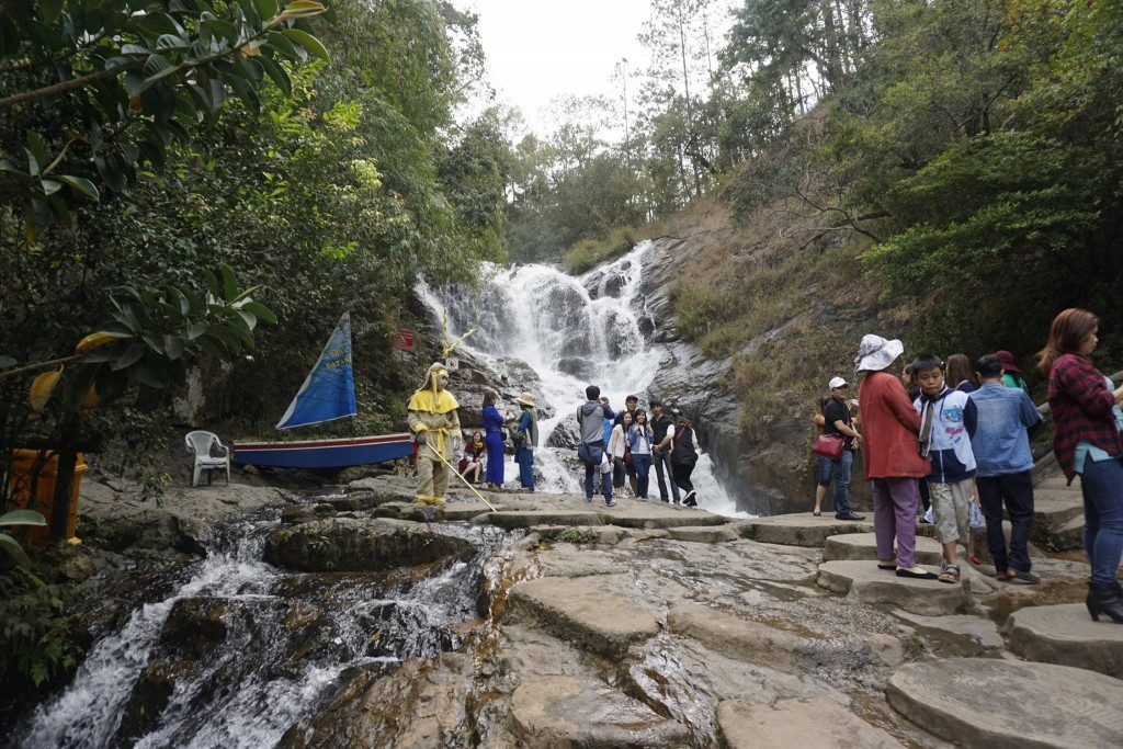 Thăm thác nước Datanla33